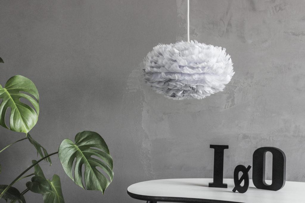 EOS fjerlampe fra Vita Copenhagen i lysegrå